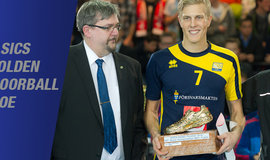 Golden_floorballshoe_kim_nilsson_normal